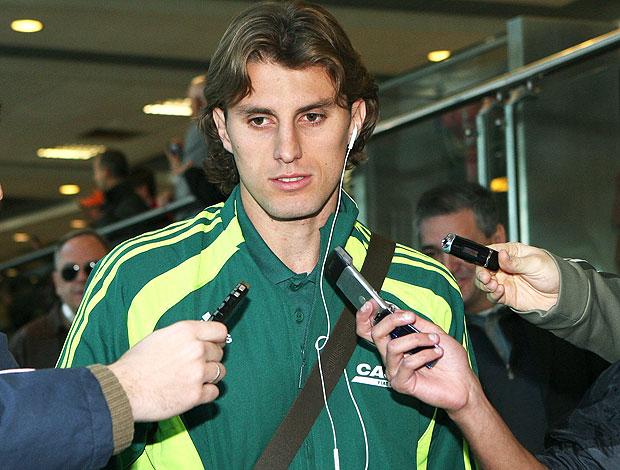 Henrique no desembarque do Palmeiras (Foto: Ag. Estado)