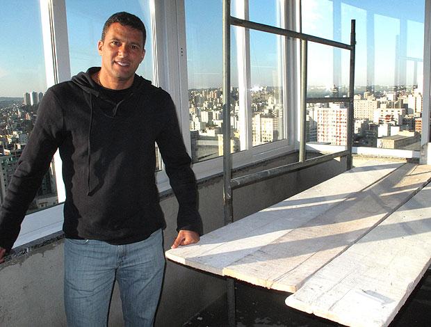 Washington com a casa em obras (Foto: Cahê Mota / GLOBOESPORTE.COM)