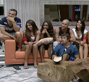 Reunidos na sala, BBBs falam com Bial (BBB / TV Globo)