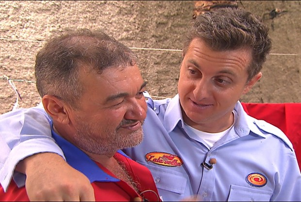 Luciano Huck e Higino na captura do Lata Velha (Foto: Caldeirão do Huck / TV Globo)
