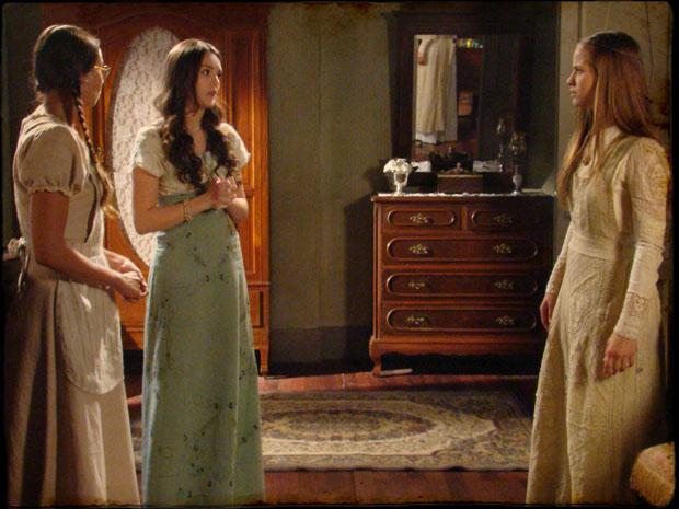 Filó e Rosa convencem a amiga a não se casar com Batoré (Foto: Cordel Encantado/TVGlobo)