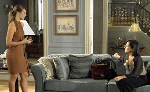 Marina vai à casa de Norma e pergunta: 'Você está apaixonada pelo Léo?' (Insensato Coração/TV Globo)