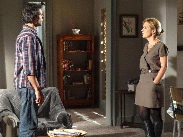 Abner não esconde que ainda gosta de Júlia (Foto: Morde & Assopra/TV Globo)