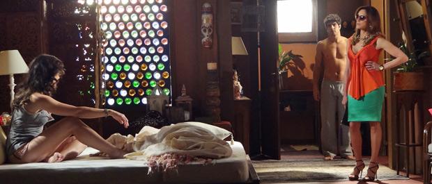 Tereza Cristina pede para ficar a sós com a filha  (Foto: Fina Estampa/TV Globo)