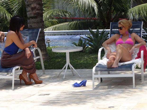 Marcela provoca Teodora (Foto: Fina Estampa/TV Globo)