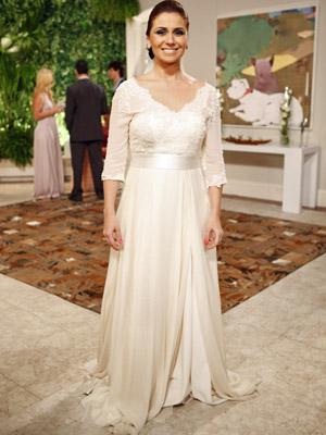 Giovanna Antonelli prova vestido de noiva (Foto: Aquele Beijo/TV Globo)