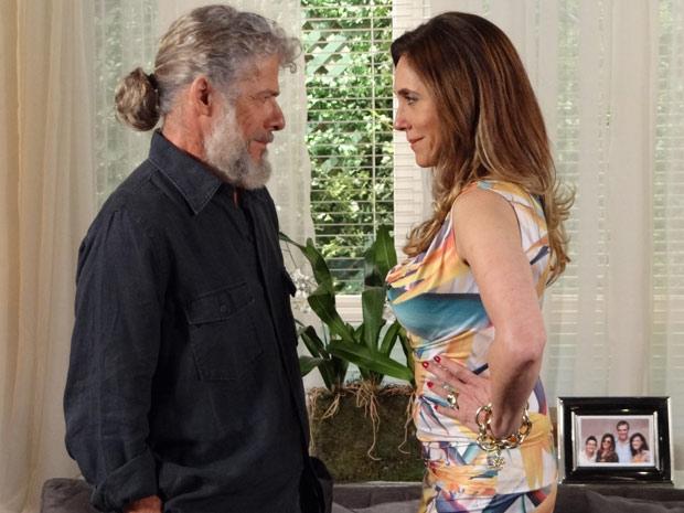Pereirinha e Tereza Cristina fazem acordo (Foto: Fina Estampa/TV Globo)