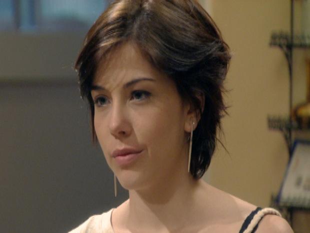 Alexia mente e diz a Cristal que não está mais com Gabriel (Foto: Malhação / TV Globo)