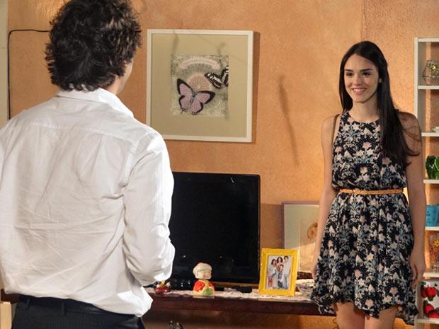 Cida aparece na comemoração da formatura de Elano (Foto: Cheias de Charme / TV Globo)