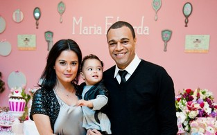 Luciele di Camargo, o marido, Denílson, e a filha, Maria Eduarda, na festa de um ano da menina (Foto: Arquivo Pessoal)