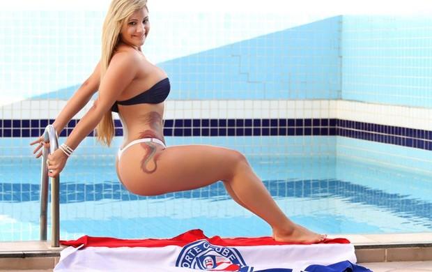 Rianne, affair de Neymar, posta fotos de bikini (Foto: Facebook / Reprodução)