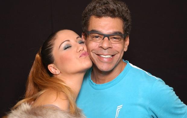 Maria Rita e o maquiador Mauro Brettas em ensaio fotográfico (Foto: Wagner Carvalho / Divulgação)