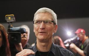 Tim Cook conversa com jornalistas após apresentação do novo iPad (Foto: Robert Galbraith/Reuters)