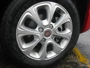Rodas também têm elementos quadrados em alusão à geração  anterior.