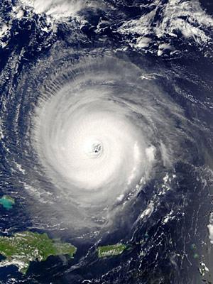 Furacão no Oceano Atlântico é registrado por satélites da Nasa. Em relatório lançado em abril, a Universidade do Colorado previa oito fenômenos desse tipo em 2010. (Foto: Nasa via AFP)