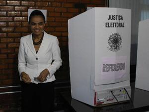 Marina Silva votou também no referendo sobre o fuso horário do estado