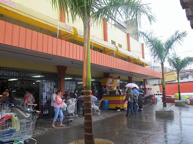 Antonino Petruso, pais da autora de mensagens contra nordestinos, é dono de dois supermercados em Bragança Paulista (SP)