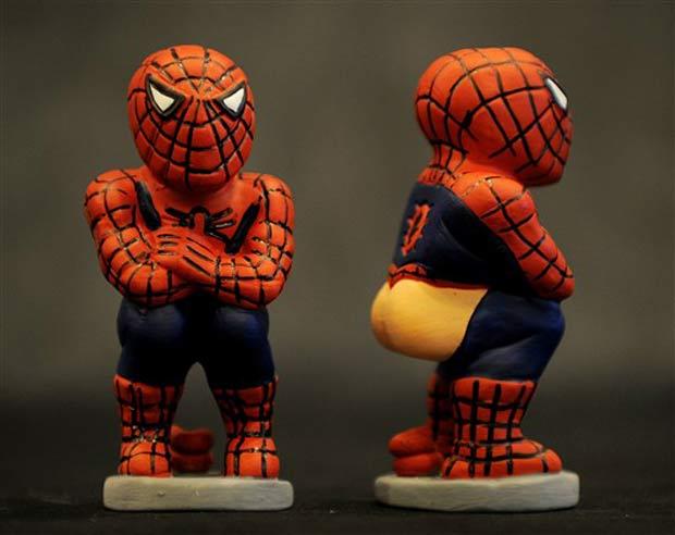 'Homem-Aranha' representado em uma das estatuetas.