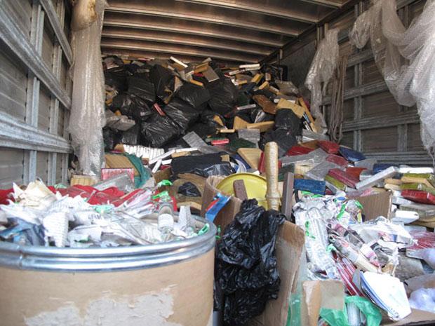 Caminhão lotado de maconha é tirado do Conjunto de Favelas do Alemão