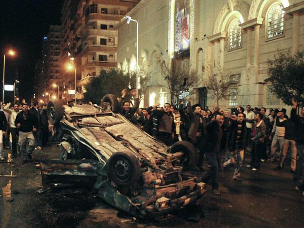 Veículo estava estacionado em frente a uma igreja cristã e explodiu no momento da saída dos fiéis.