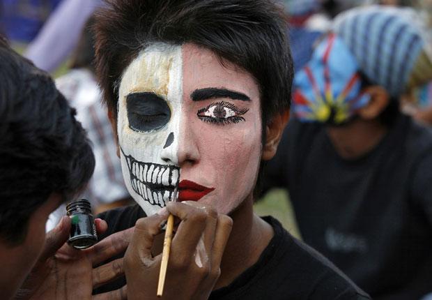 Competição de pitura de rosto na Índia