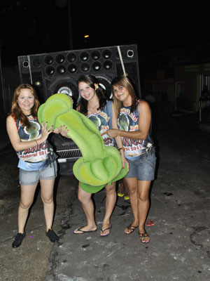 Maracujá em formato fálico vira bloco de carnaval no Maranhão (Foto: Divulgação/Bloco Maracujá do Pânico)
