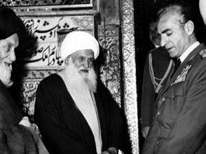 Cena do filme 'A queda de um xá', que foca a trajetória de Mohammad Reza Pahlavi, monarca que governou o Irã do golpe de 1953 até a Revolução de 1979 (Foto: Divulgação)
