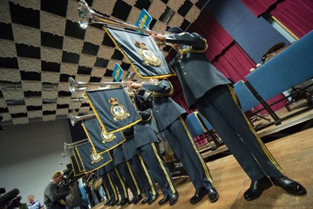Durante um ensaio em Northolt, no condado inglês de Middlesex, a banda de oito membros – sete trompetistas e um percussionista – ensaiou algumas fanfarras na presença de vários jornalistas de meios de comunicação internacionais (Foto: AFP)