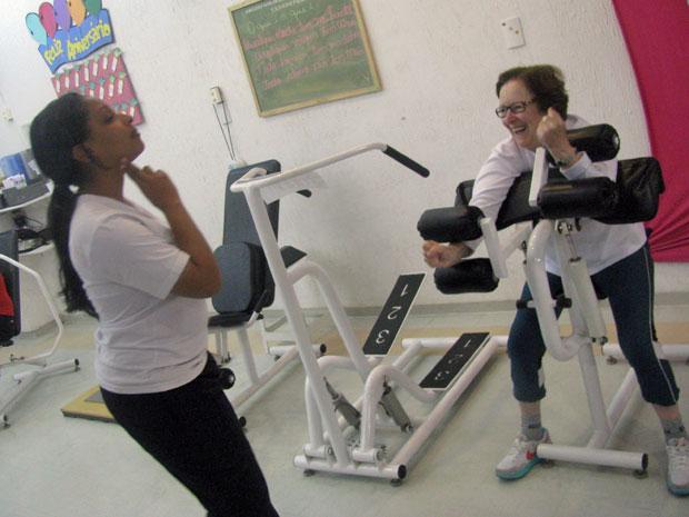 Em um mês de exercícios, freira perdeu 27,5 cm de medidas (Foto: Mariana Faraco/G1)