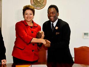 A presidente Dilma e o ex-jogador Pelé em encontro no Palácio do Planalto (Foto: Ricardo Stuckert / PR)