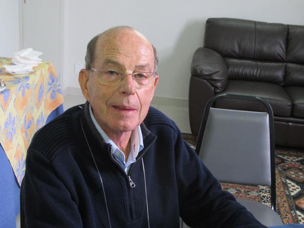 O geneticista Willy Beçak diz que o Brasil precisa desenvolver uma vacina própria contra o HPV (Foto: Tadeu Meniconi / G1)