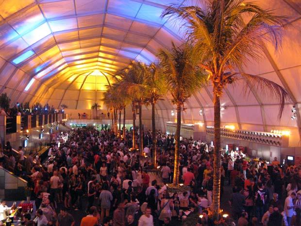 Área vip comporta quatro mil pessoas por dia em local privilegiado na Cidade do Rock (Foto: Tássia Thum/G1)