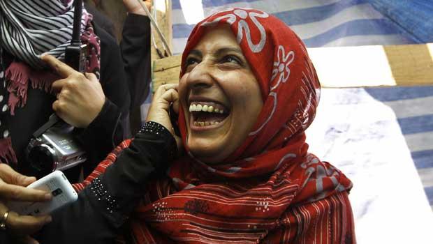 Tawakul Karman sorri nesta sexta-feira (7) em Sanaa (Foto: Reuters)