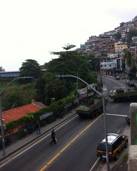 Tanques são vistos em via do Vidigal