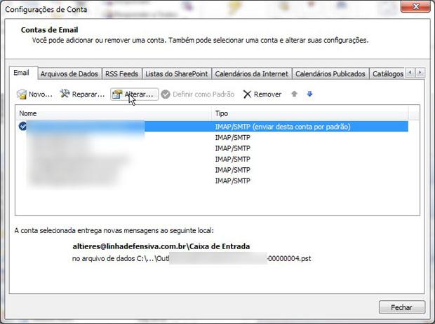 Esta tela é idêntica para as versões do Outlook. Selecione a conta e clique em Alterar. Na tela que segue, clique em Mais configurações (Foto: Reprodução)
