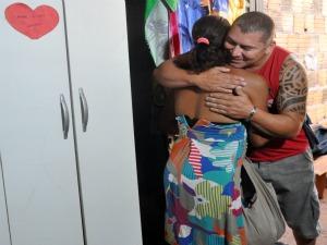 Maria e o marido disseram que as doações vieram em uma boa hora (Foto: (Foto: Tawany Marry/ G1 MS))