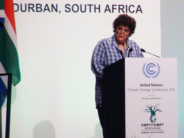 A ministra do Meio Ambiente, Izabella Teixeira, discursa nesta quinta-feira (8) na COP 17, que acontece em Durban, na África do Sul (Foto: Dennis Barbosa/G1)