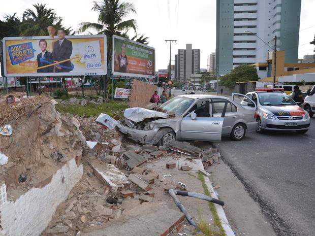 Carro de suspeito de esfaquear mulher em João Pessoa (Foto: Walter Paparazzo/G1)