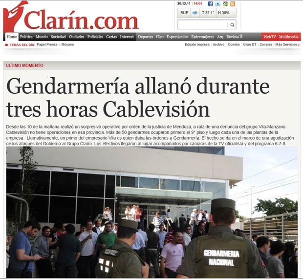 Site do Clarín mostra policiais da Gendarmería em frente ao prédio da Cablevisión, em Buenos Aires (Foto: Reprodução)