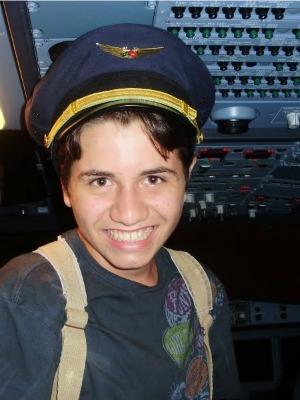 Foto de Samuel quando foi fazer os exames na Epcar, em Recife, onde foi reprovado por conta de um problema de visão (Foto: Samuel Wolf/ Arquivo Pessoal)