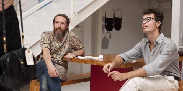 Alexandre Hercovitch e Igor Bonatto nos bastidores das gravações do curta DES. (Foto: Divulgação/ Henrique Araújo)