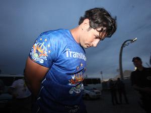 Tiago  no momento em que é detido no Anhembi (Foto: Daniel Teixeira/AE)