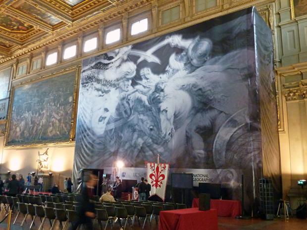 Leonardo da Vin (Foto: Banner mostra pintura atriduída a Leonardo da Vinci, durante entrevista para jornalistas, nesta segunda-feira, em Florença, na Itália)