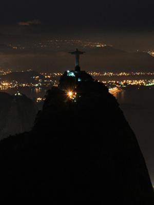Cristo Redentor apaga as luzes para a Hora do Planeta (Foto: Marcos Teixeira Estrella/TV Globo)