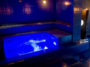 Piscina com água resfriada ficará dentro de sauna a vapor (Foto: Raul Zito / G1)