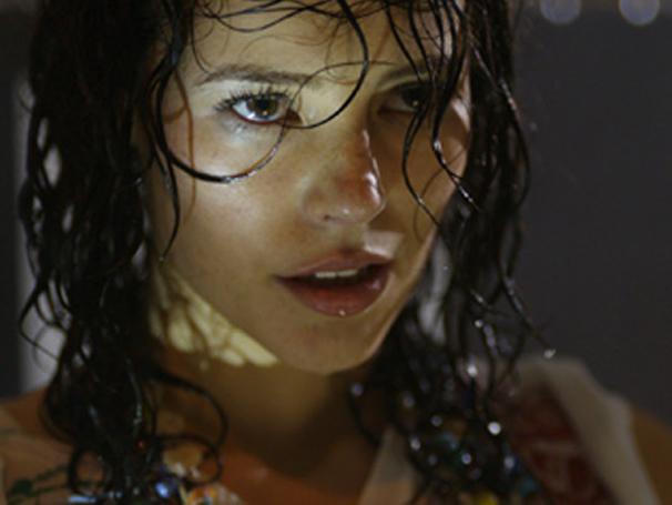 Paola Oliveira interpreta a artista plástica Lívia em Afinal, o Que Querem as Mulheres?