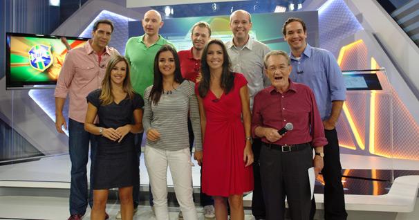 Seleção da Rede Globo de apresentadores e comentaristas de esportes se reúne em novo cenário (Foto: Gisele Gomes/TV Globo)