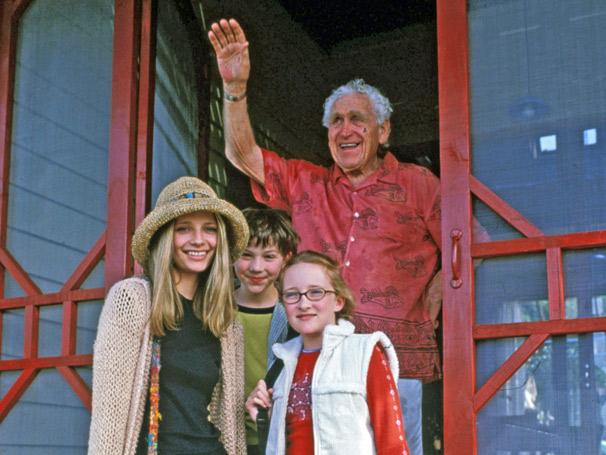 A vida de Vicky Austin (Mischa Barton) pode mudar completamente depois de uma visita ao avô doente (Foto: Divulgação/ Disney)