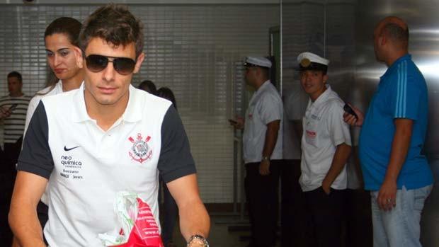 Corintianos voltam ao Brasil para jogo de domingo (Foto: Anderson Rodrigues/Globoesporte.com)