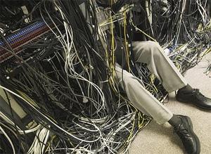 """""""Só ligar o fio amarelo nesse conector aqui e está pronto"""" (Foto: Desconhecido)"""